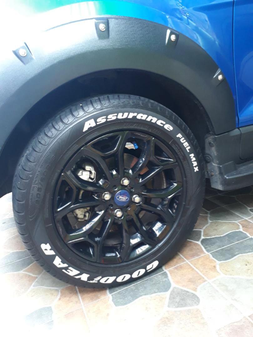 ricarte_abadia_white_marker_tire